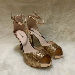 Qupid Heels Gold/ Rose Gold Pumps Size 7.5